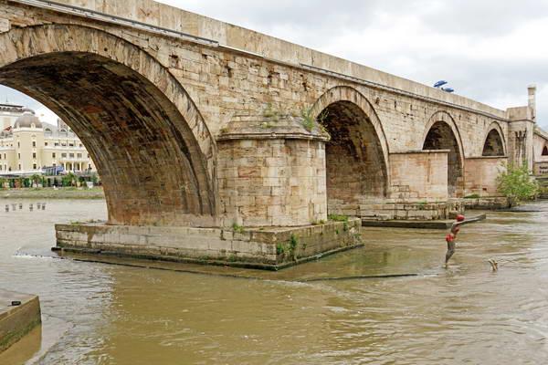מרכז מקדוניה, סקופיה, הגשר
