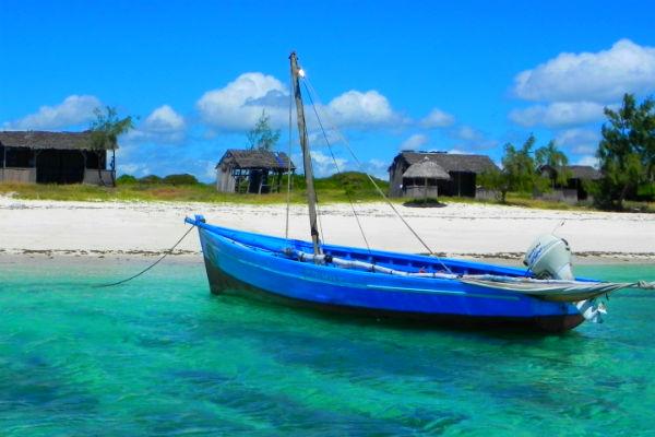 אי בודד ליד מדגסקר
