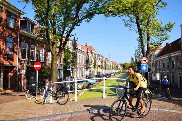 טיול אופניים בדלפט, הולנד