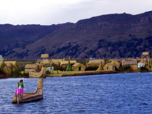 האיים הצפים, אגם טיטיקקה בפרו