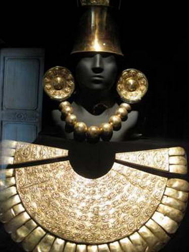 תכשיט זהב מלכותי מאוסף מוזיאון לארקו, לימה פרו