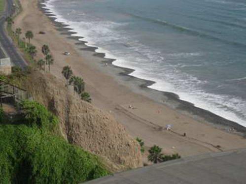 חוף הים בפאתי מיראפלורס, לימה, פרו