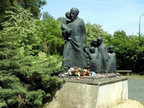 אנדרטה לזכרו של יאנוש קורצ'אק
