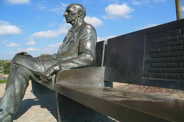 פסלו של יאן קרסקי בלודג'