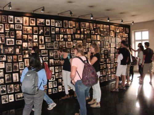 קיר הזיכרון, אושוויץ