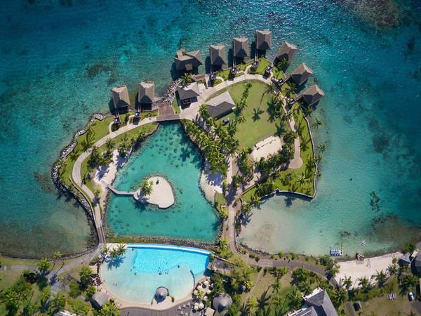 ריזורט באי טהיטי באוקיינוס השקט