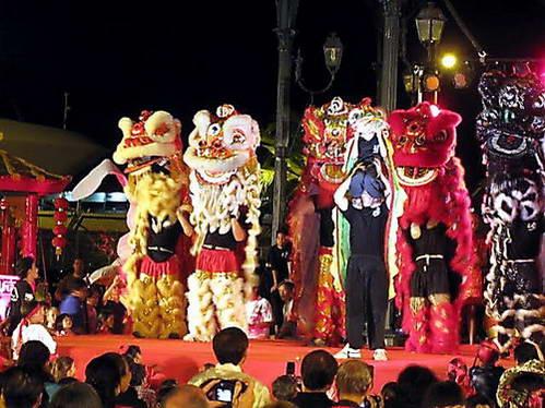 לבנים, כהי-עור וסינים חוגגים יחדיו את שנת הארנב