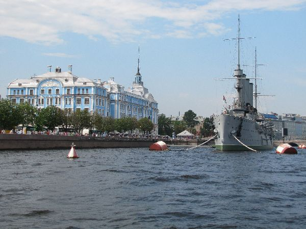אוניית הקרב האגדית אורורה, סנט פטרבורג