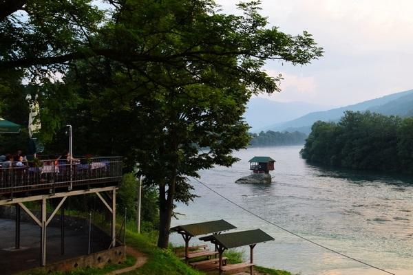 מערב סרביה, הבית על נהר דרינה