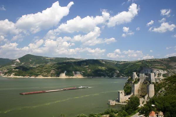 קניון שערי הברזל, מצודת גולובק