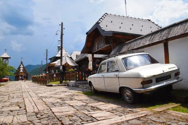 הכפר של אמיר קוסטוריצה, מערב סרביה