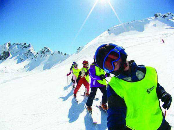 קייטנת סקי של סקידיל