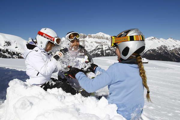 קייטנת סקי של סקידיל, להשתעשע על השלג