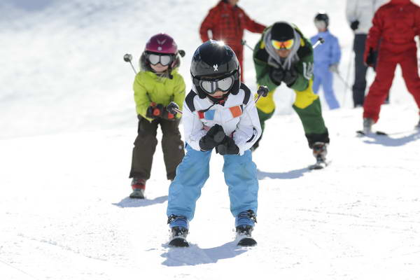 קייטנת סקי של סקידיל, חנוכה ופורים