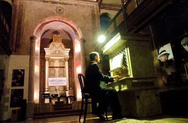 נגינת עוגב בבית הכנסת האורתודוקסי של טרנבה