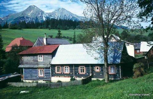 בתי עץ מסורתיים בכפר זדיאר