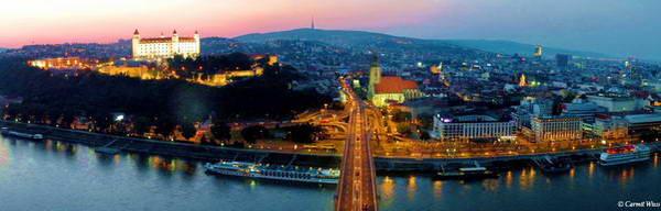 תצפית מהגשר החדש על העיר העתיקה וטירת ברטיסלבה