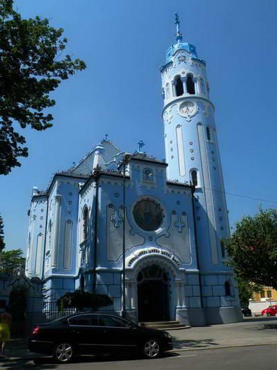 הכנסייה הכחולה, כמו נלקחה מסיפורי אגדות