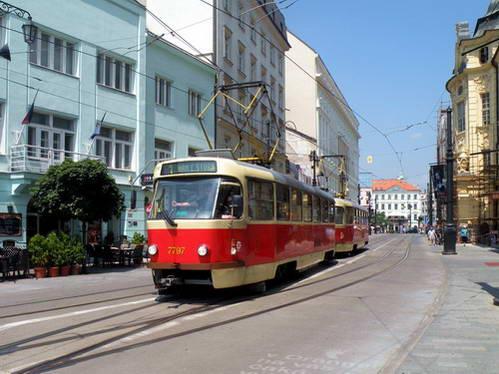 חשמלית והרכבת הקטנה לסיורים בעיר ברטיסלבה