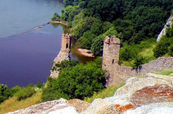 מגדל הבתולה, סיפור אהבה טרגי על אהובתו של אביר הטירה