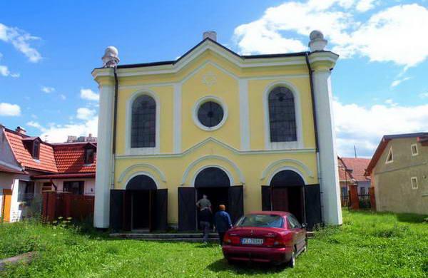 בית הכנסת בעיירה ספישסקה פודהרדייה, למרגלות טירת ספיש