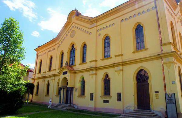 בית הכנסת האורתודוקסי בפרשוב, גודלו מעיד על קהילה מפוארת