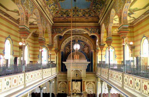בית הכנסת המפואר של פרשוב, עיטורים מרהיבים בסגנון מורי
