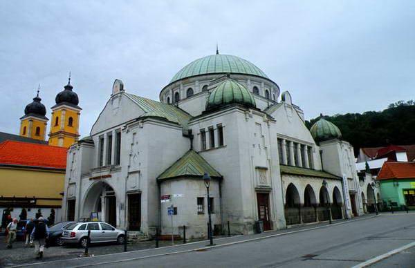 בית הכנסת בטרנצ'ין