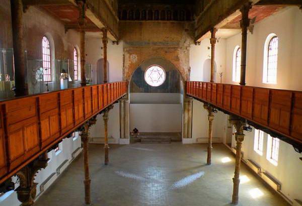 בית הכנסת סטטוס קוו בטרנבה