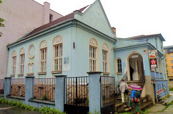 בית הכנסת האורתודוקסי בז'ילינה, קהילה יהודית קטנה