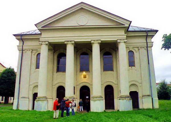 ליפטובסקי מיקולאש, בית כנסת הנראה כמו היכל יווני