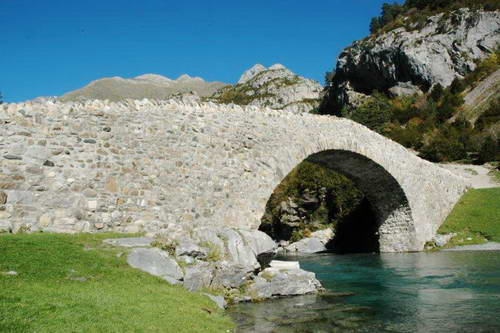 הרי הפירנאים, שמורת אורדסה, גשר סן ניקולו