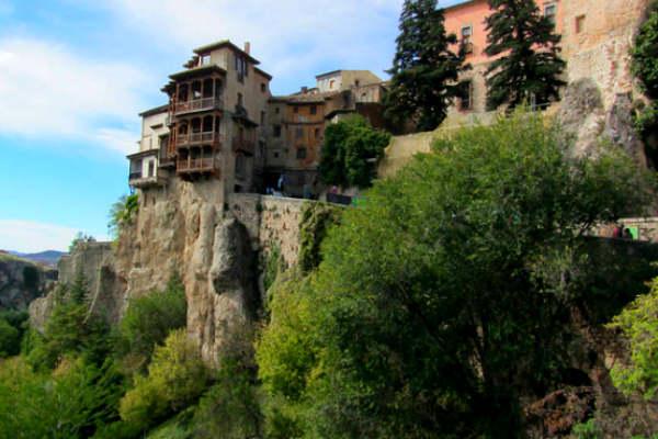 בתים תלויים בספרד
