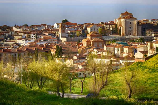 העיירה צ'ינצ'ון, ספרד