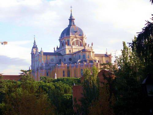 קתדרלת אלמודנה המרשימה, מדריד