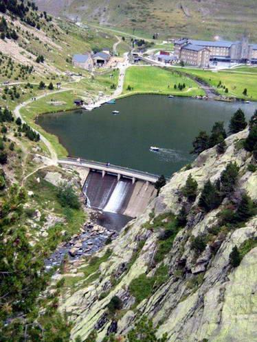 הסכר והאגם בעמק נוריה, ספרד