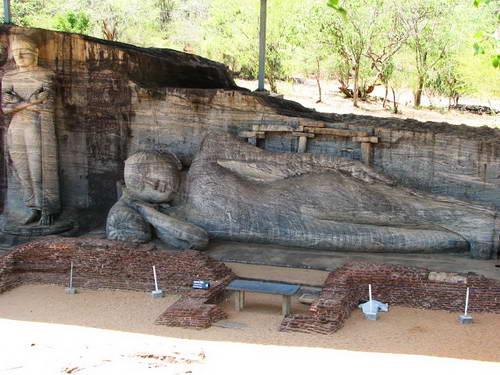 סרי לנקה, פסל בודהה השוכב, גאל ויהרה