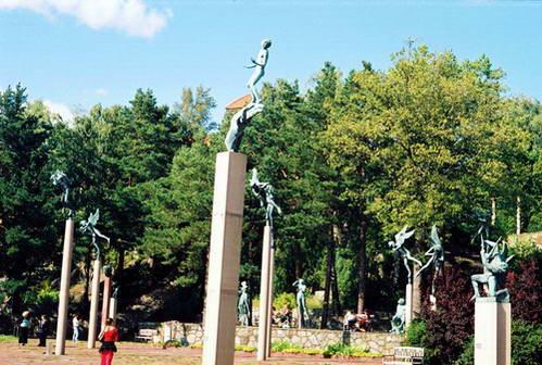 פסלים בגן של מילס