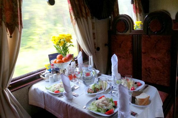 מסעדה ברכבת