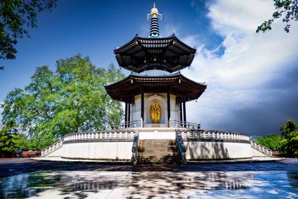 פגודת השלום בפארק באטרסי, על גדות נהר התמזה, לונדון