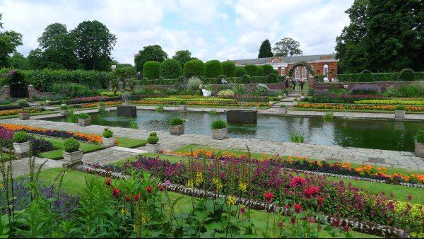 גני קנזינגטון יוצרים ביחד עם הייד פארק ריאה ירוקה גדולה במרכז לונדון