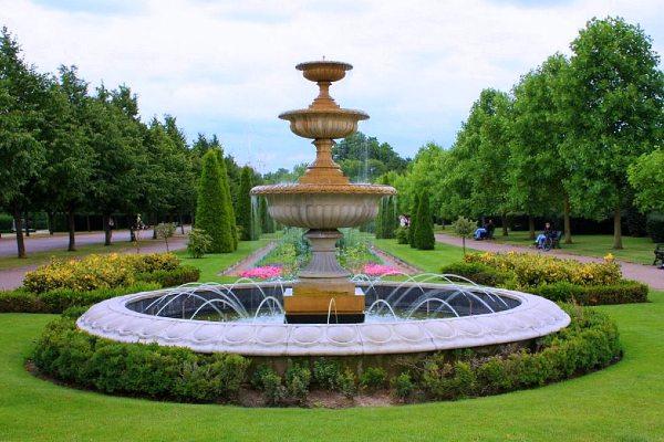 הגן האנגלי מתוכנן ליצור הרמוניה ושלווה. ריג'נטס פארק, לונדון