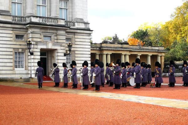 חילופי משמר בארמון בקינגהם