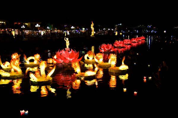 פסטיבל הפנסים בעיר הוי אן, וייטנאם