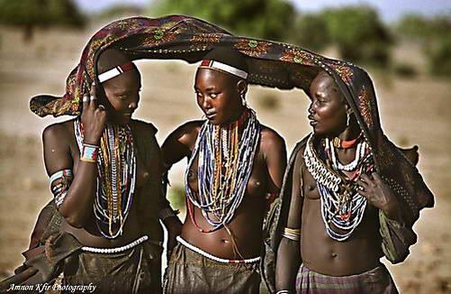 בנות שבט ארובורה
