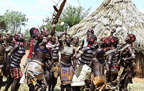 ריקוד הקפיצות של בנות שבט האמר