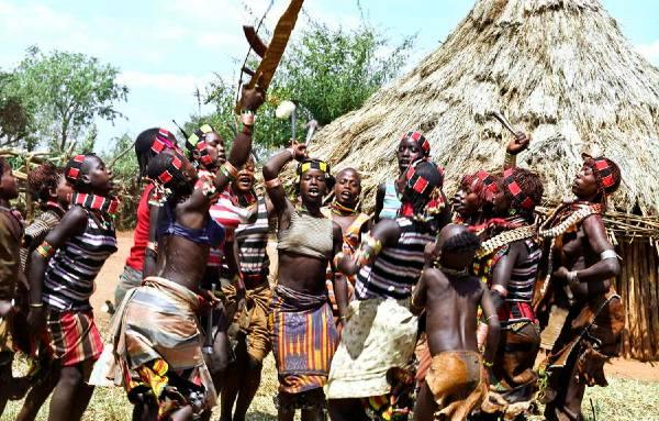 ריקוד הקפיצות של בנות שבט האמר, אתיופיה