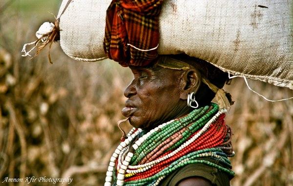 אישה משבט ניאנגטום, אתיופיה