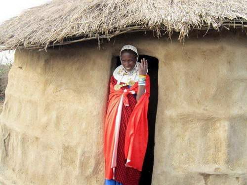 בת שבט המסאי, ספארי קמפינג בטנזניה