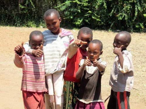 ילדים משבט המסאי, ספארי קמפינג בטנזניה